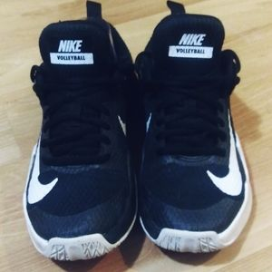 WOMEN'S NIKE VOLLEYBALL SHOES- SIZE 6